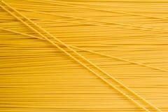 Сухие спагетти макаронных изделий стоковое фото