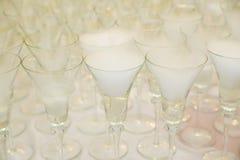Сухой лед на стеклах для приема по случаю бракосочетания Стоковое Изображение
