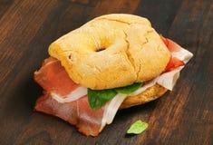 Сух-вылеченный сэндвич с ветчиной стоковая фотография