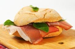 Сух-вылеченный сэндвич с ветчиной стоковое изображение rf