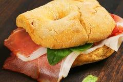 Сух-вылеченный сэндвич с ветчиной стоковое изображение