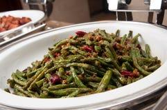 Сух-зажаренные зеленые фасоли с семенить свининой и сохраненными овощами стоковое фото