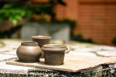 Сушить глиняный горшок после отливать в форму стоковое фото