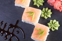 Суши и загонщики и креветки Горячие и холодные закуски от морепродуктов Стоковые Фотографии RF