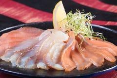 Суши и загонщики и креветки Горячие и холодные закуски от морепродуктов Стоковые Изображения RF