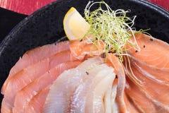 Суши и загонщики и креветки Горячие и холодные закуски от морепродуктов Стоковое Фото