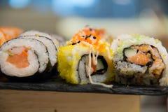Суши, который служат на foodi японца плиты Стоковое Изображение RF
