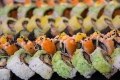 Суши, который служат на foodi японца плиты Стоковая Фотография