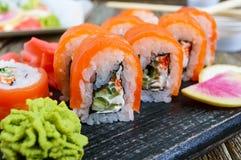 Суши крена Филадельфии с семгами, креветкой, авокадоом, плавленым сыром Стоковые Фото