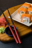 Суши крена Филадельфии с семгами, плавленым сыром Японская еда Стоковое Изображение