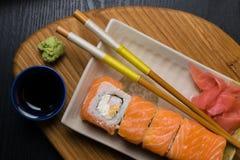 Суши крена Филадельфии с семгами, плавленым сыром Японская еда Стоковое Изображение RF