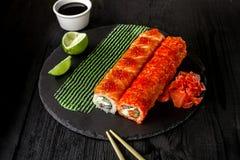 Суши крена Филадельфии с семгами, огурцом, плавленым сыром Меню суш Японская еда Стоковые Фото