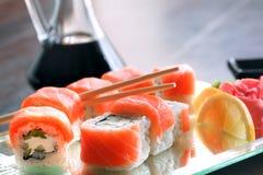 Суши, крен Филадельфии, японская кухня, японская еда Стоковое Изображение RF