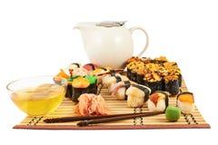 Суши сервировки и состав чая Стоковая Фотография RF
