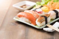 Суши с соусом и wasabi, японской едой стоковые изображения