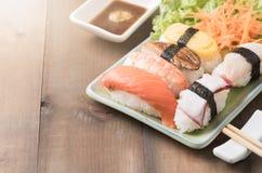 Суши с соусом и wasabi, японской едой стоковое фото rf
