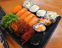 Суши, японская еда, смешанные суши, семга, келп, Nori, овощ, краб, яичко Стоковая Фотография