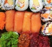 Суши, японская еда, смешанные суши, семга, келп, Nori, овощ, краб, яичко Стоковые Изображения