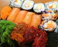 Суши, японская еда, смешанные суши, семга, келп, Nori, овощ, краб, яичко Стоковые Фото