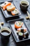 Суши для 2, который служат с соевым соусом Стоковое Фото
