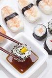 Суши Maki в плите, конце вверх Стоковые Фотографии RF