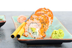 Суши maki Калифорнии на таблице Стоковые Фото