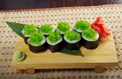 Суши Tobiko (козули) Gunkan Maki летучей рыбы Стоковая Фотография