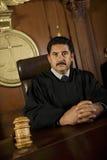Судья в зале судебных заседаний стоковые изображения rf