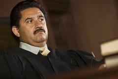Судья в зале судебных заседаний стоковые изображения