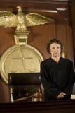 Судья в зале судебных заседаний стоковая фотография