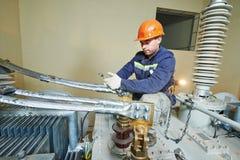 Судья на линии электрика силы на работе Стоковое Изображение RF