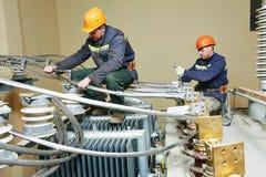 Судья на линии электрика силы на работе Стоковые Изображения