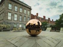Сфера внутри скульптура сферы стоковые фотографии rf