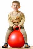 сфера красного цвета мальчика стоковая фотография rf