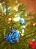 Сфера на рождественской елке Стоковое фото RF