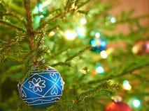Сфера на рождественской елке Стоковая Фотография RF