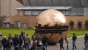 Сфера скульптуры в сфере музей vatican двора сток-видео