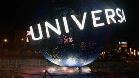Сфера студий Universal на предпосылке ночи на Citywalk во всеобщей зоне 1 бульвара акции видеоматериалы