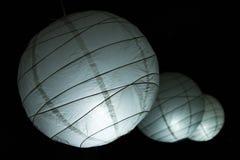 Сферически бумажные люстры стоковые фотографии rf