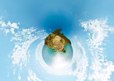 сферически панорама 360 180 скалы над морем Байкала воды Стоковое Изображение RF
