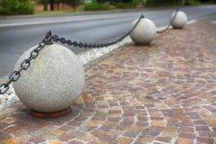 Сферы декоративного камня на мостоваой Стоковое Фото