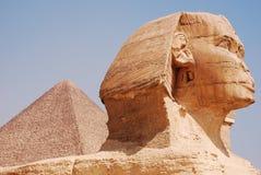 Сфинкс и пирамида стоковые изображения rf