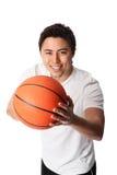 Сфокусированный баскетболист в шортах и футболке Стоковые Изображения