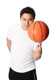 Сфокусированный баскетболист в шортах и футболке Стоковое Изображение RF