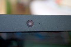 Сфокусируйте камеру на черной компьтер-книжке с запачканной предпосылкой Стоковое фото RF