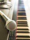 Сфокусируйте микрофон, диктора в конференц-зале, spe предпосылки Стоковые Фото