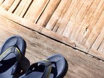 Сфокусируйте на голубых темповых сальто сальто на вниз левом угле коричневого wo Стоковое Фото