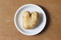 сформированная картошка сердца стоковая фотография rf