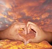 сформированное сердце руки 2 жестов Стоковые Фотографии RF
