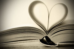 сформированное сердце книги Стоковая Фотография